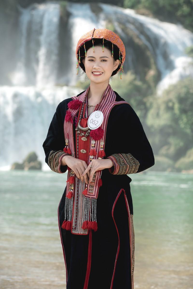 Người đẹp du lịch non nước Cao Bằng rực rỡ trong trang phục dân tộc - Ảnh 4.