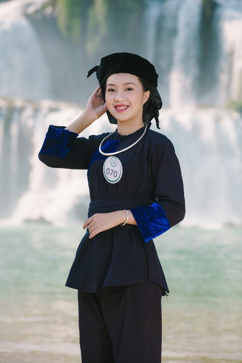 Người đẹp du lịch non nước Cao Bằng rực rỡ trong trang phục dân tộc - Ảnh 6.