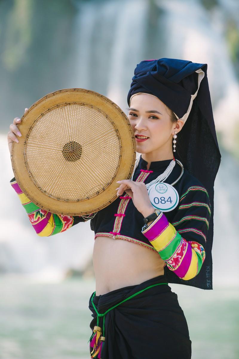 Người đẹp du lịch non nước Cao Bằng rực rỡ trong trang phục dân tộc - Ảnh 7.