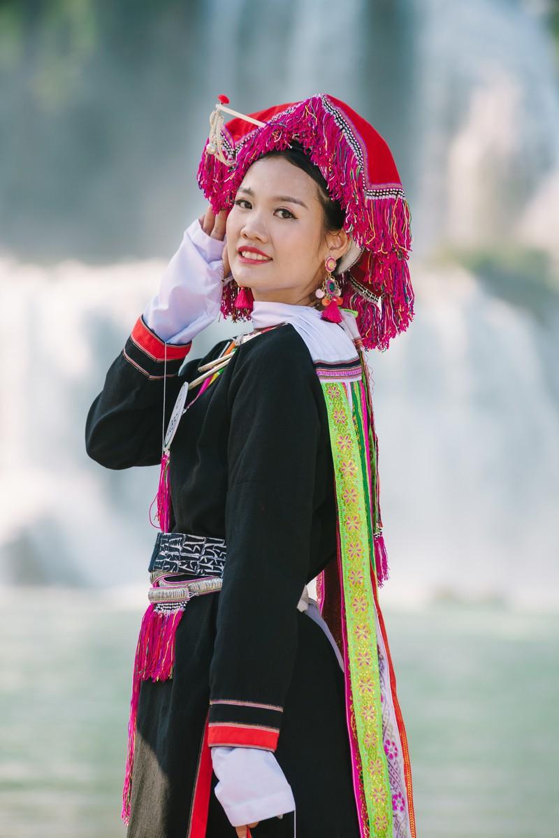 Người đẹp du lịch non nước Cao Bằng rực rỡ trong trang phục dân tộc - Ảnh 8.