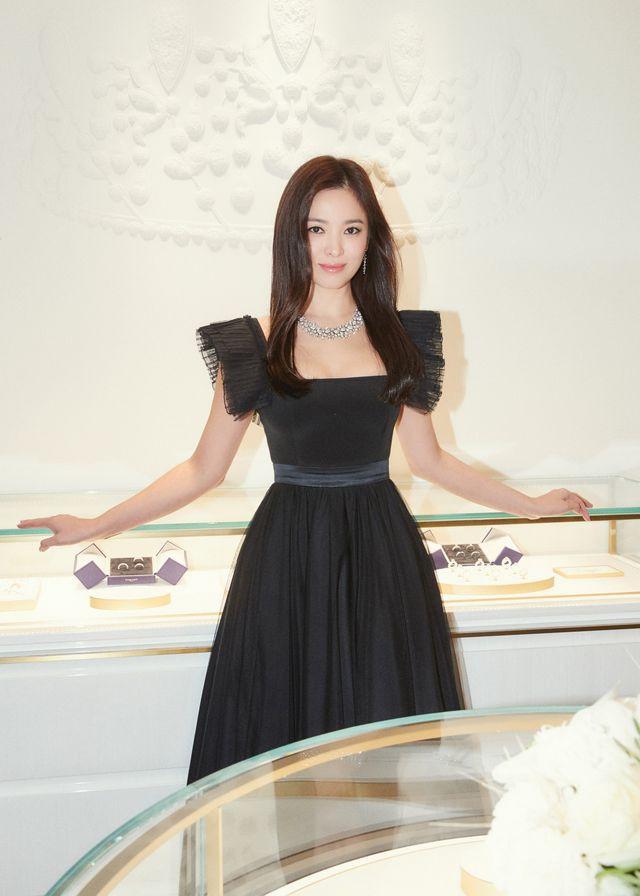 """Cận cảnh gương mặt """"mộc"""" đẹp nhất xứ Hàn của Song Hye Kyo - Ảnh 1."""