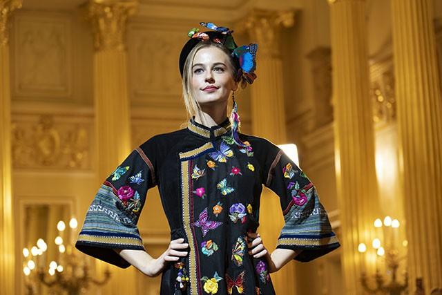 """Trình diễn bộ sưu tập thời trang """"Bí ẩn chim Phượng"""" tại LB Nga - Ảnh 13."""