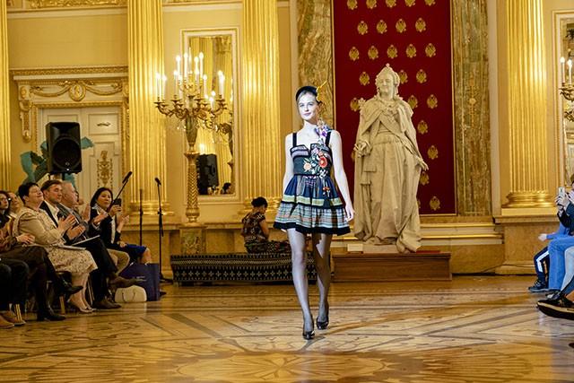 """Trình diễn bộ sưu tập thời trang """"Bí ẩn chim Phượng"""" tại LB Nga - Ảnh 8."""