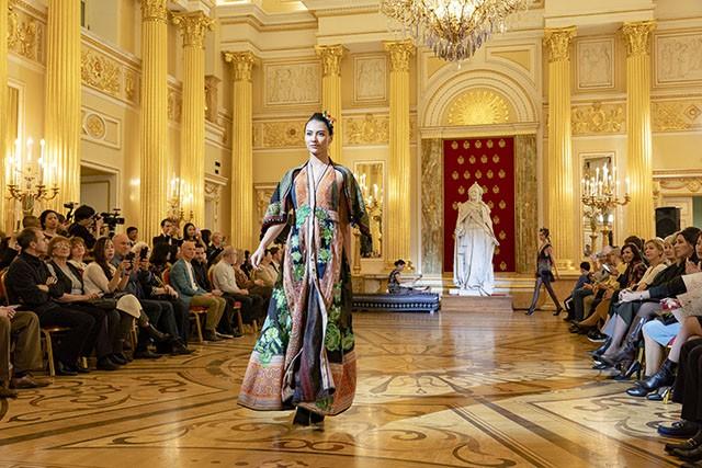 """Trình diễn bộ sưu tập thời trang """"Bí ẩn chim Phượng"""" tại LB Nga - Ảnh 9."""
