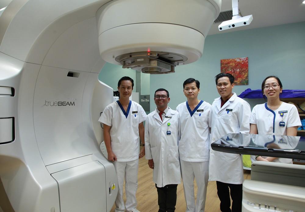 """Tế bào ung thư """"bốc hơi"""" nhờ kỹ thuật xạ trị chuẩn đến từng milimet - Ảnh 2."""