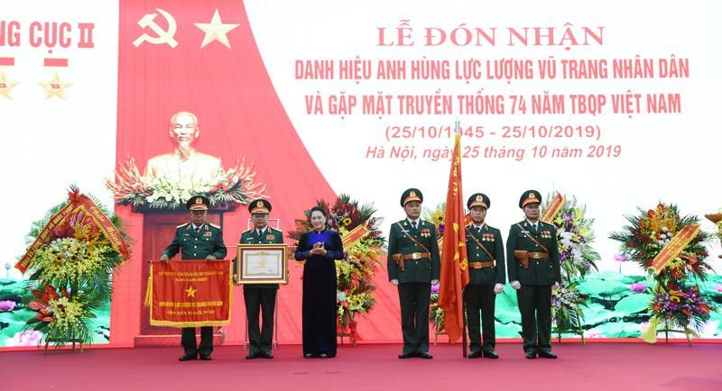 Chủ tịch QH dự Lễ đón nhận danh hiệu Anh hùng LLVTND của Tổng cục II - Ảnh 1.
