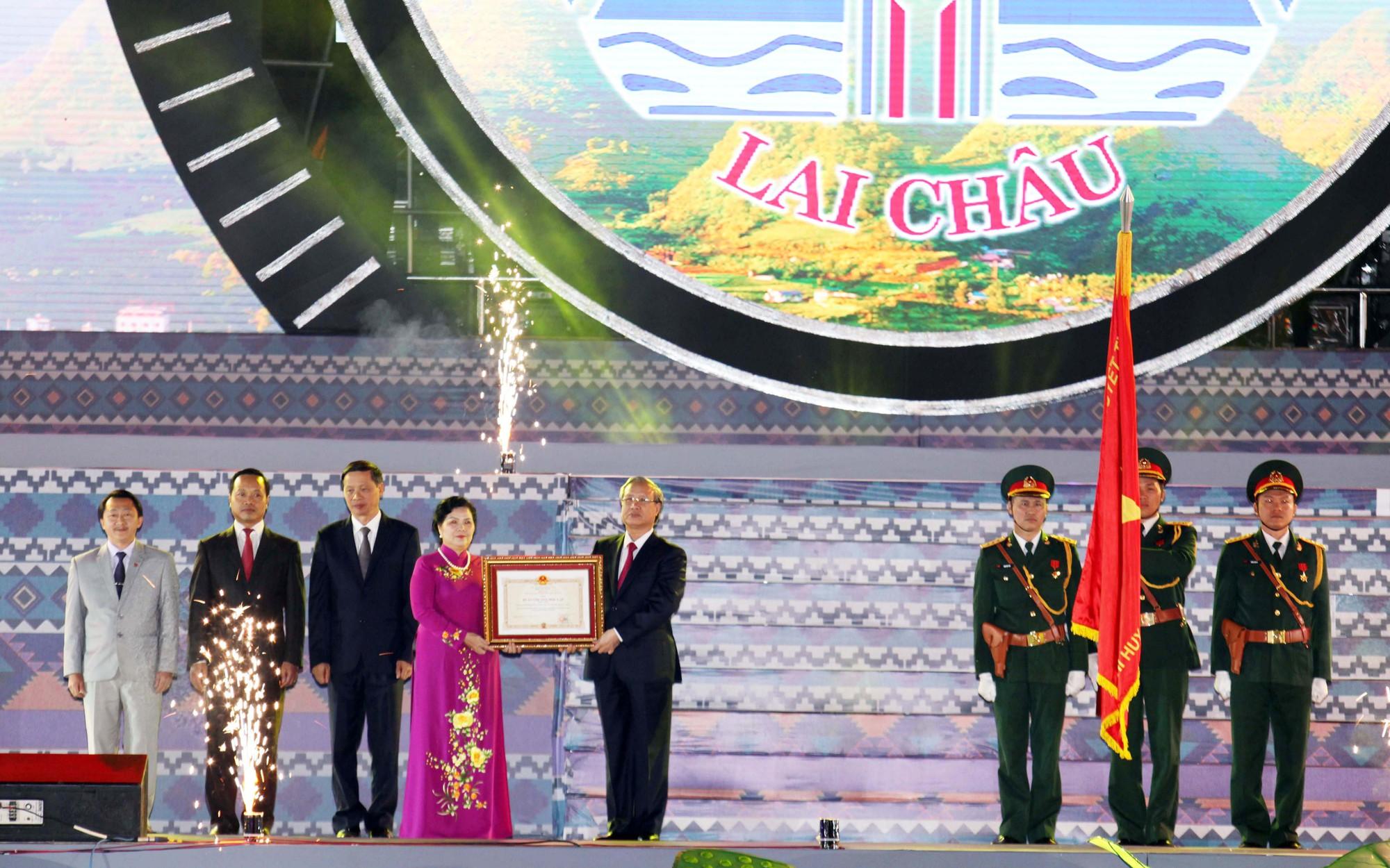 Thường trực Ban Bí thư dự lễ kỷ niệm 110 năm thành lập tỉnh Lai Châu - Ảnh 1.