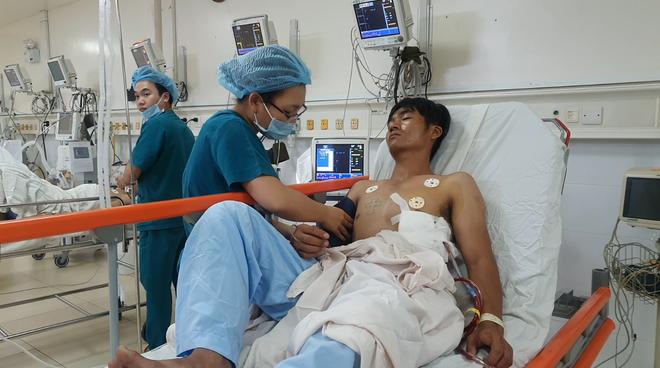 Truy cản nhóm cướp ở TP HCM, thanh niên 9x bị đâm dao thủng phổi - Ảnh 1.