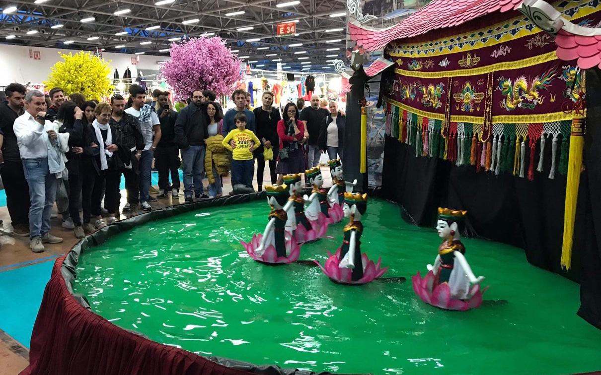 Văn hóa, nhạc cụ, múa rối nước Việt Nam thu hút khách tham quan tại Italy