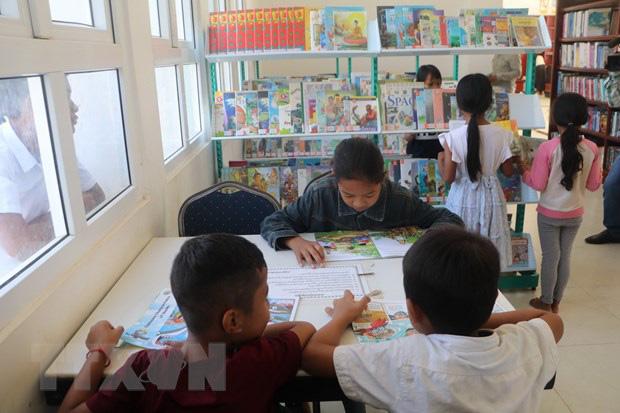 Việt Nam tặng 500 đầu sách cho Thư viện tỉnh Kampong Speu - Ảnh 2.