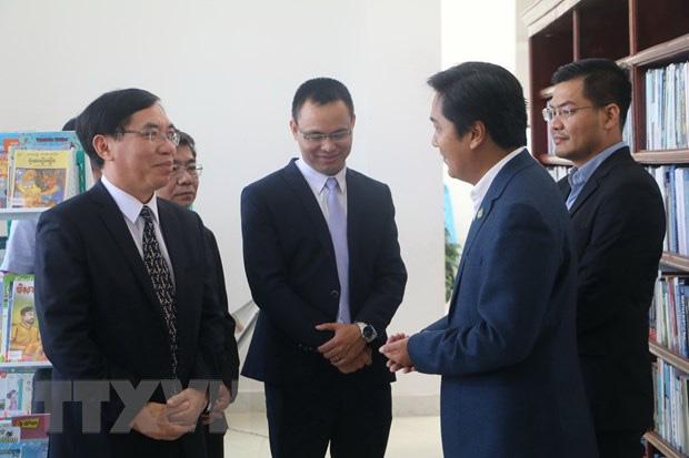 Việt Nam tặng 500 đầu sách cho Thư viện tỉnh Kampong Speu - Ảnh 3.