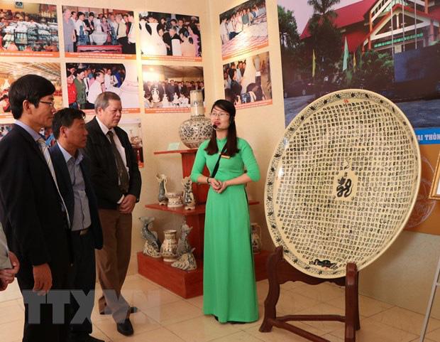 Trưng bày trên 500 tài liệu, hiện vật, hình ảnh về gốm Chu Đậu - Ảnh 1.