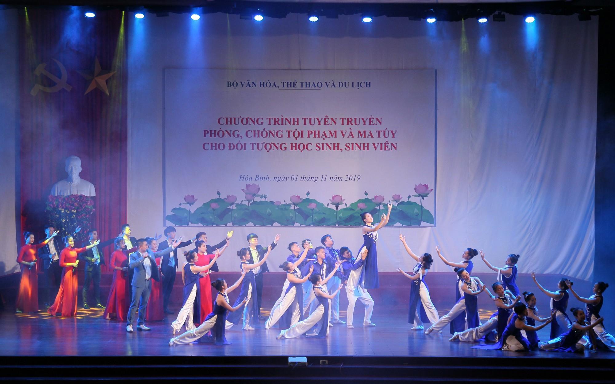 Thứ trưởng Bộ VHTTDL Trịnh Thị Thủy đề nghị đẩy mạnh công tác phòng, chống ma túy trong học đường