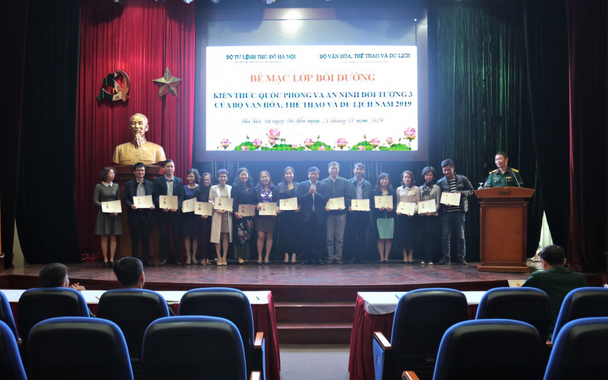 Bế giảng Lớp Bồi dưỡng kiến thức quốc phòng và an ninh cho cán bộ đối tượng 3 của Bộ VHTTDL