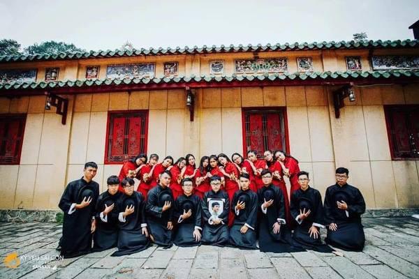 Ngày nhà giáo Việt Nam, học trò đi 45 km thăm mộ thầy chủ nhiệm vừa qua đời - Ảnh 5.
