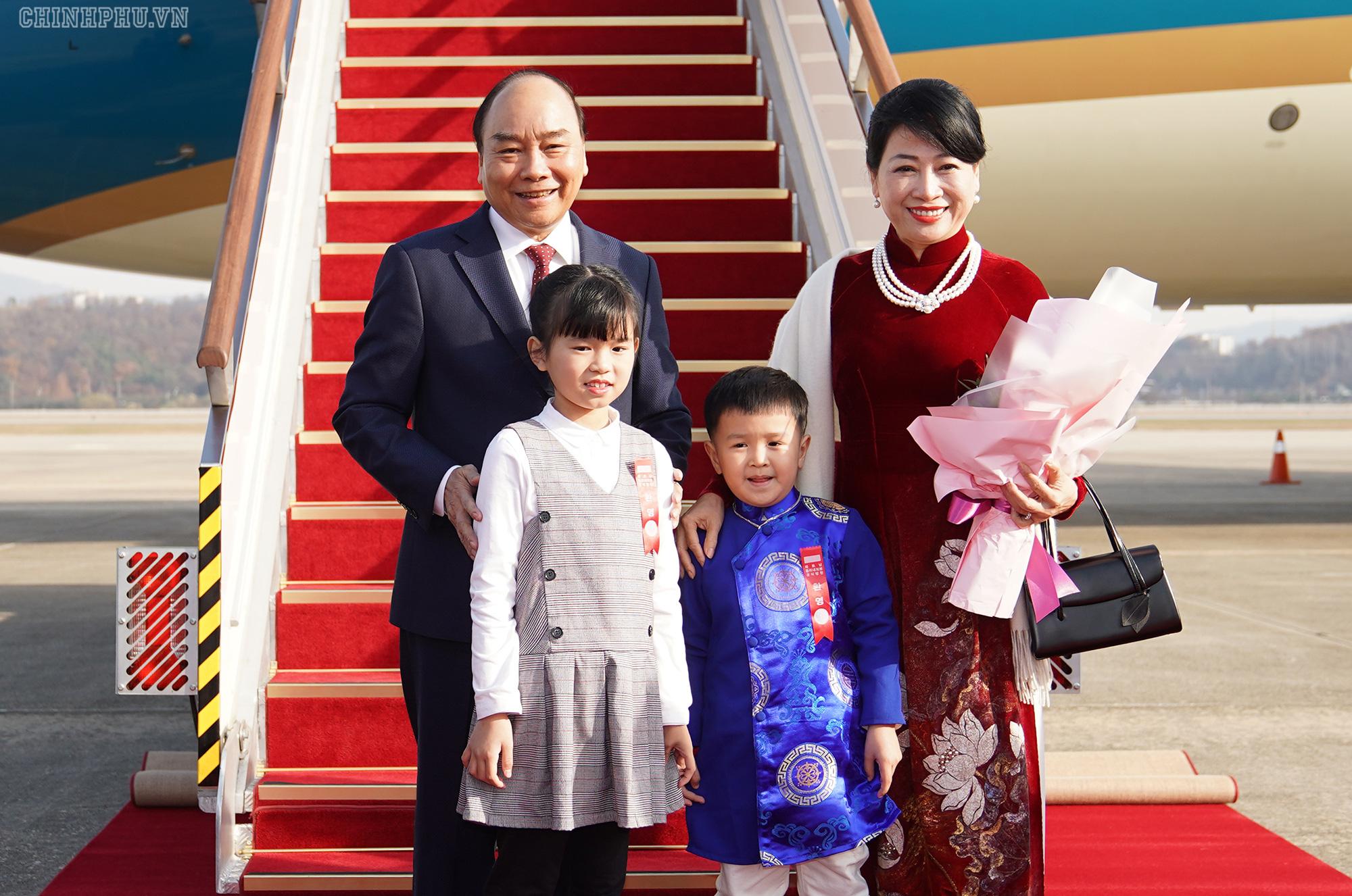 Lễ đón chính thức Thủ tướng Nguyễn Xuân Phúc tại Thủ đô Seoul, Hàn Quốc - Ảnh 2.