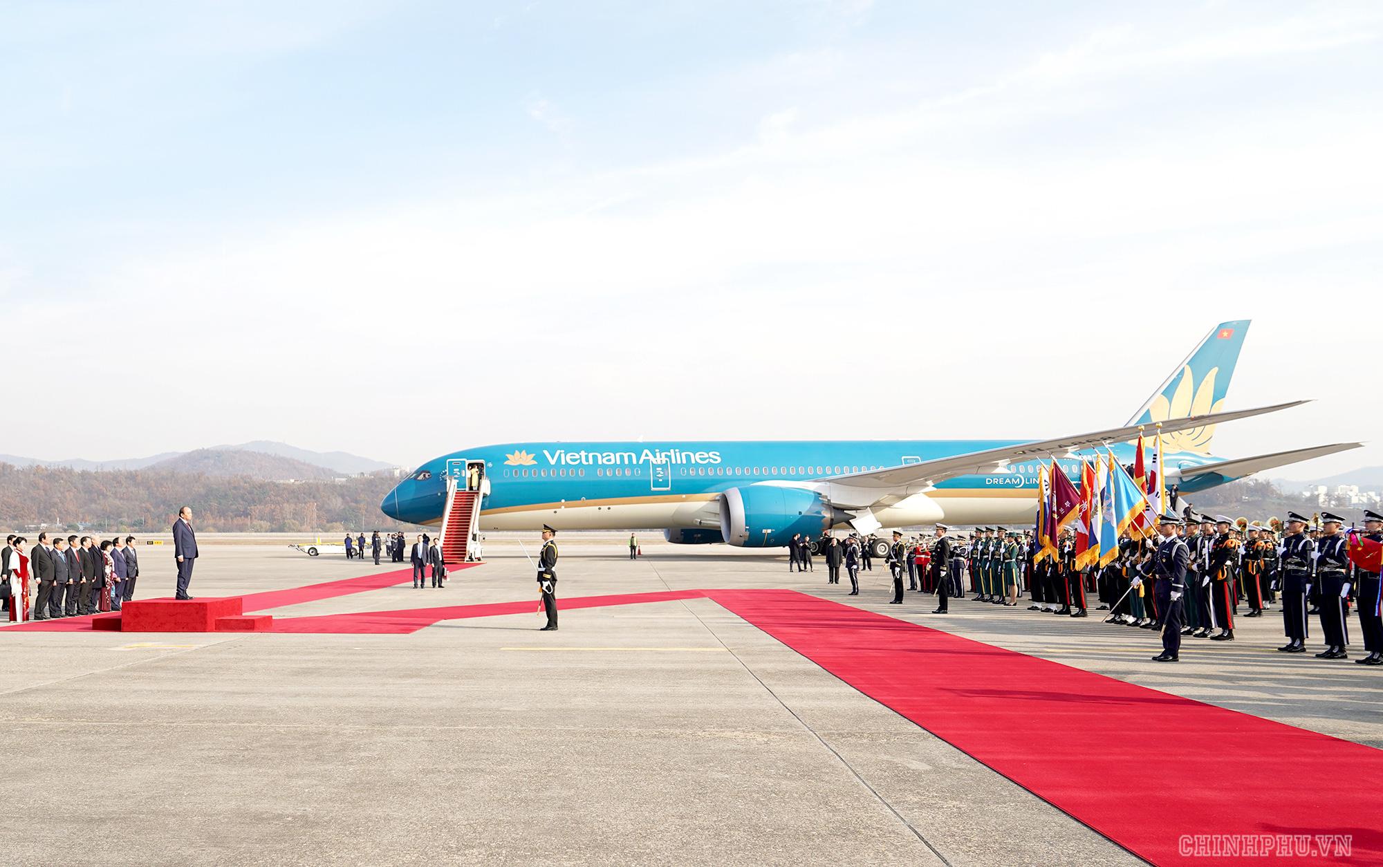 Lễ đón chính thức Thủ tướng Nguyễn Xuân Phúc tại Thủ đô Seoul, Hàn Quốc - Ảnh 3.