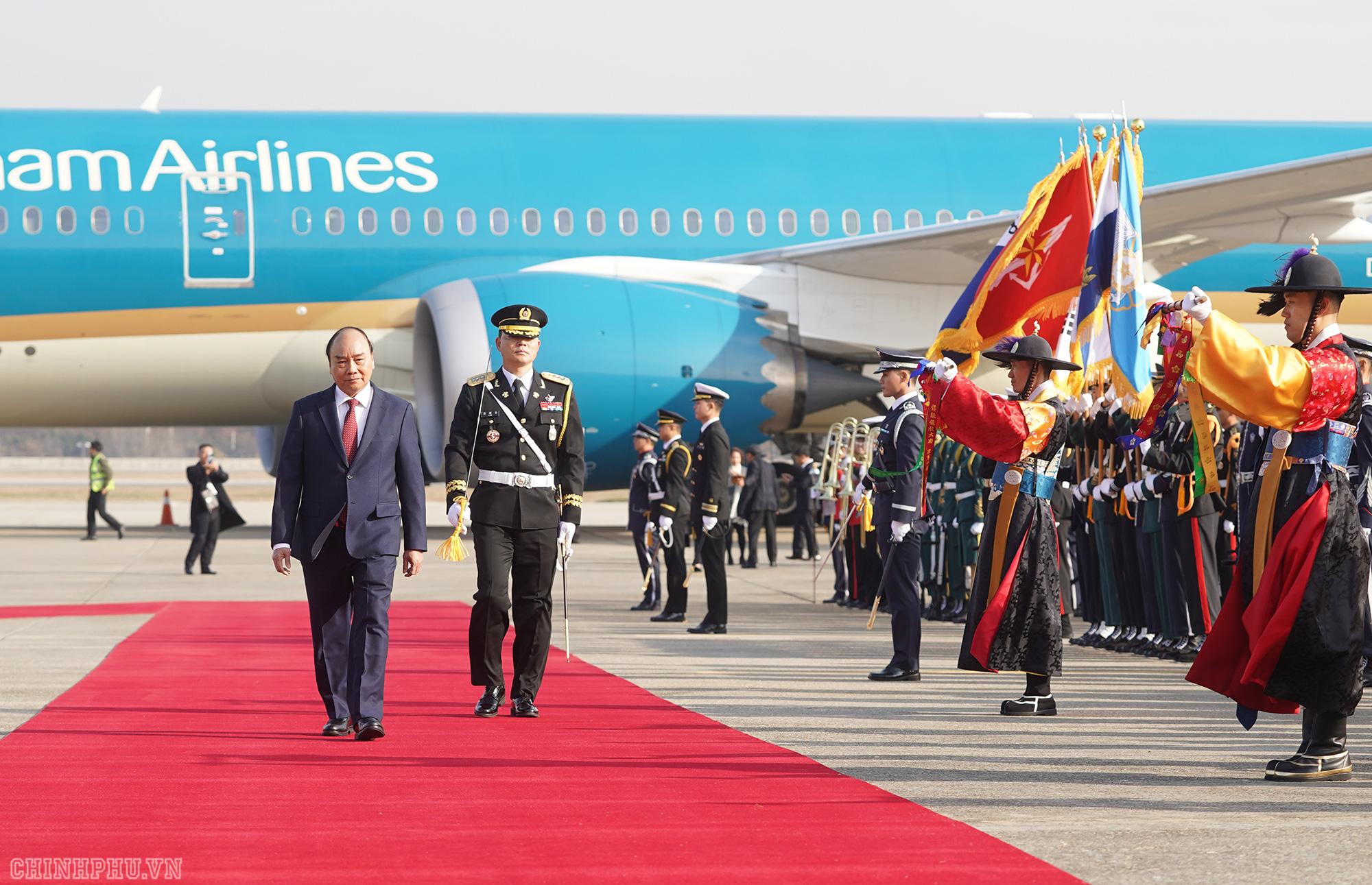 Lễ đón chính thức Thủ tướng Nguyễn Xuân Phúc tại Thủ đô Seoul, Hàn Quốc - Ảnh 4.