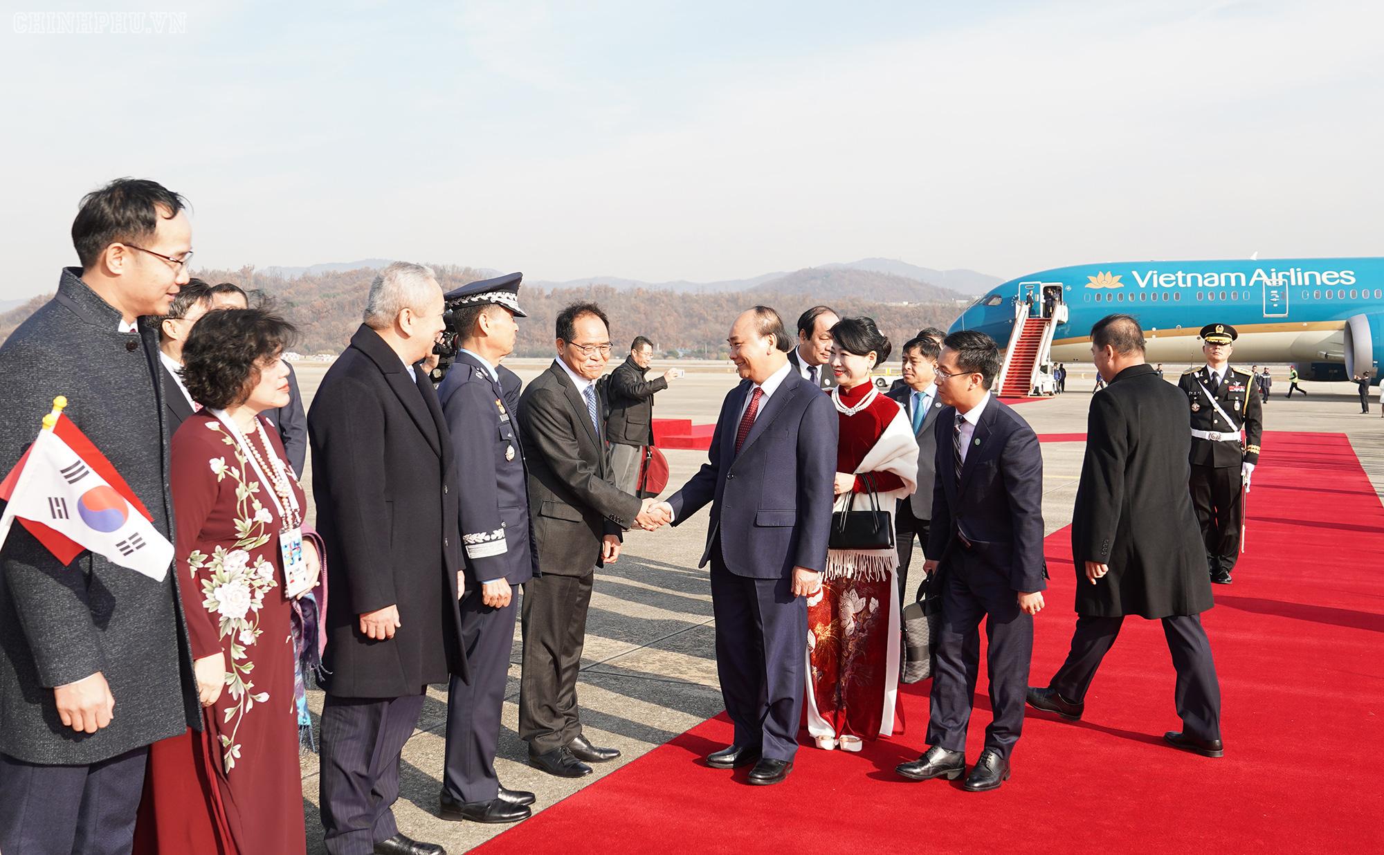 Lễ đón chính thức Thủ tướng Nguyễn Xuân Phúc tại Thủ đô Seoul, Hàn Quốc - Ảnh 5.