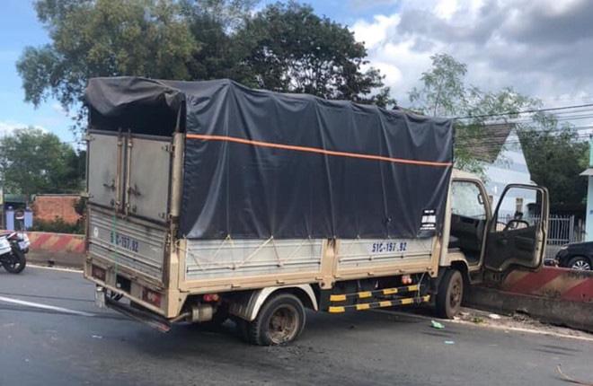 Clip: Cận cảnh màn truy đuổi tốc độ cao bằng ô tô của CSGT Bình Phước, khuất phục tên cướp manh động - Ảnh 2.