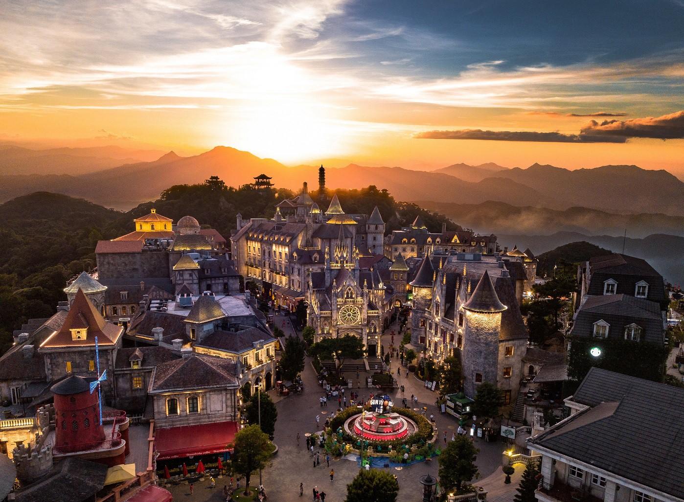 Những cái tên làm nên sự rạng rỡ cho du lịch Việt Nam trên trường quốc tế - Ảnh 2.