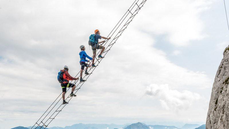 Đoạn clip chinh phục nấc thang lên thiên đường ở Áo khiến dân tình rụng rời chân tay, thu về cả chục triệu view chỉ sau vài ngày - Ảnh 5.