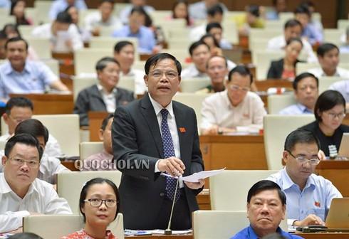 Sáng nay, Bộ trưởng NN&PTNT Nguyễn Xuân Cường là người đầu tiên đăng đàn trả lời chất vấn trước Quốc hội - Ảnh 1.