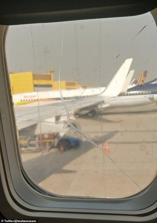 Một hãng hàng không dán tạm bợ cửa kính máy bay nứt vỡ bằng băng dính thường - Ảnh 1.