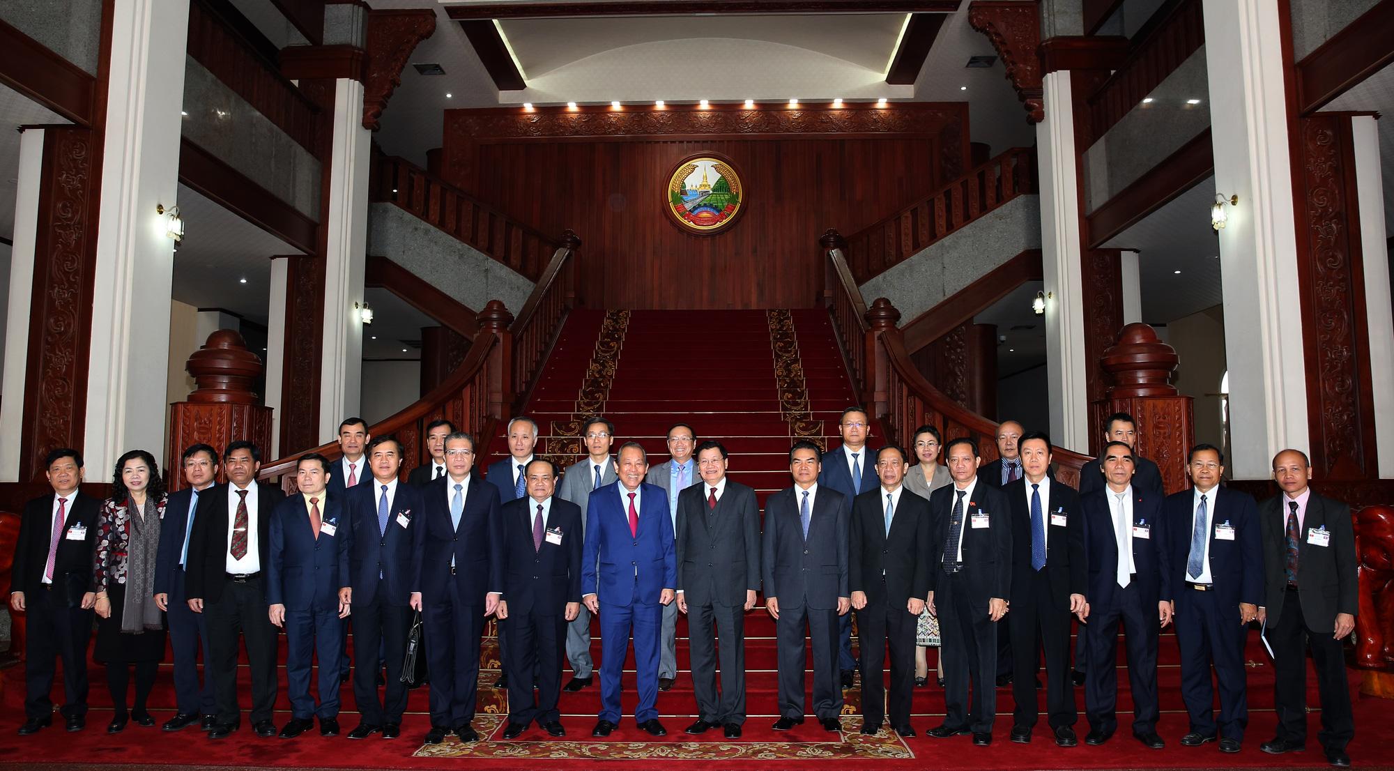 Phó Thủ tướng Trương Hòa Bình hội kiến Tổng Bí thư, Chủ tịch nước và Thủ tướng Lào - Ảnh 4.