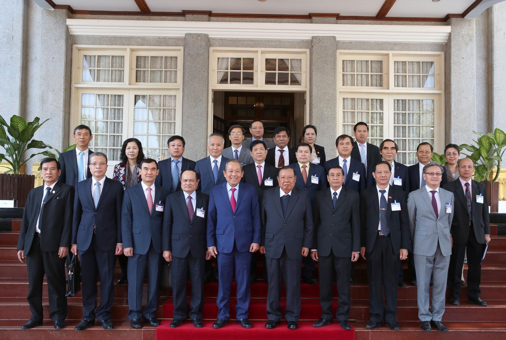 Phó Thủ tướng Trương Hòa Bình hội kiến Tổng Bí thư, Chủ tịch nước và Thủ tướng Lào - Ảnh 2.