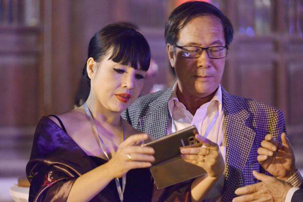 """NSND Lan Hương: """"32 năm qua, anh Bình vẫn chiều chuộng và chưa bao giờ quát vợ"""" - Ảnh 2."""