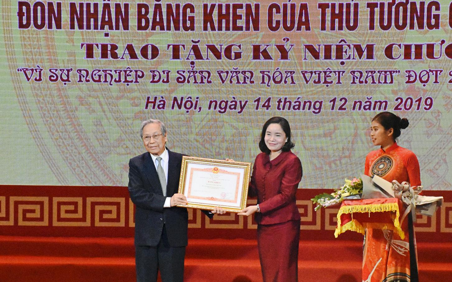 Hội Di sản Văn hóa Việt Nam đón nhận Bằng khen của Thủ tướng Chính phủ