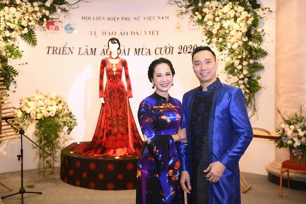 Mẹ chồng Lan Hương khoe vòng eo thon vượt mặt đàn em tại Triển lãm áo dài mùa cưới - Ảnh 3.