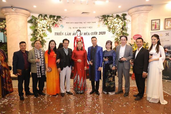Mẹ chồng Lan Hương khoe vòng eo thon vượt mặt đàn em tại Triển lãm áo dài mùa cưới - Ảnh 6.