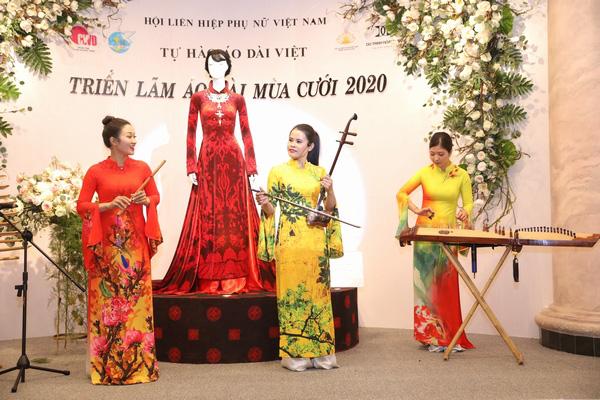 Mẹ chồng Lan Hương khoe vòng eo thon vượt mặt đàn em tại Triển lãm áo dài mùa cưới - Ảnh 8.
