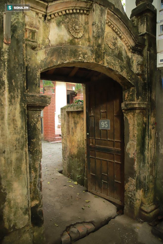 Ngôi nhà bình yên, rợp bóng cây của nghệ sĩ xuất hiện trên ảnh thờ nhiều nhất Việt Nam - Ảnh 3.