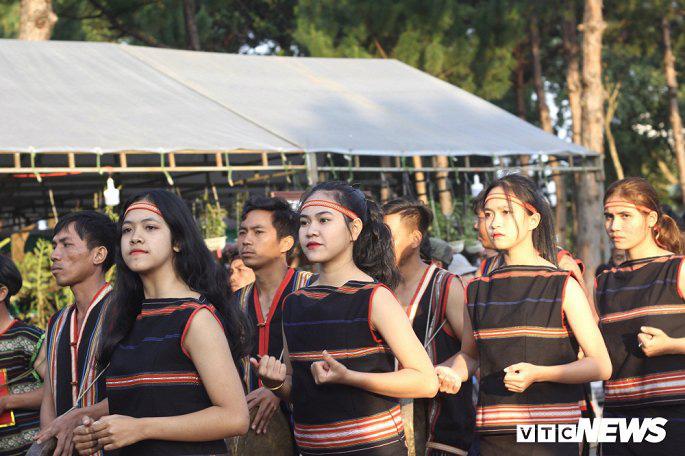 Hàng nghìn nghệ nhân biểu diễn lễ trong hội đường phố 'Vũ điệu cồng chiêng' - Ảnh 6.