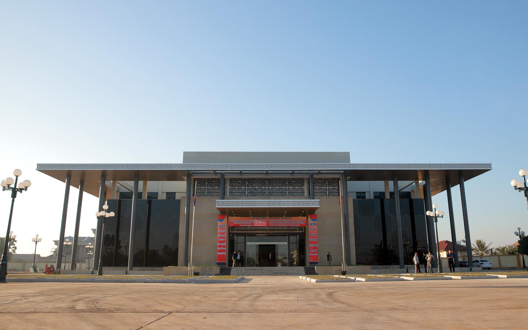 Lễ khai trương trụ sở mới Trung tâm Văn hoá Việt nam tại Lào