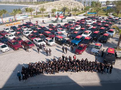 Gần 100 xe VinFast khởi động hành trình chinh phục địa đầu Tổ quốc - Ảnh 1.