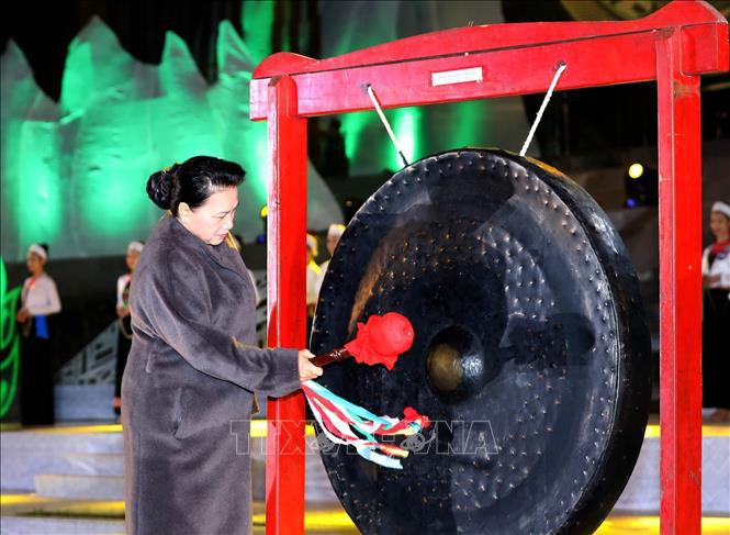 Chủ tịch Quốc hội Nguyễn Thị Kim Ngân dự lễ khai mạc Tuần Văn hóa, Du lịch tỉnh Hòa Bình
