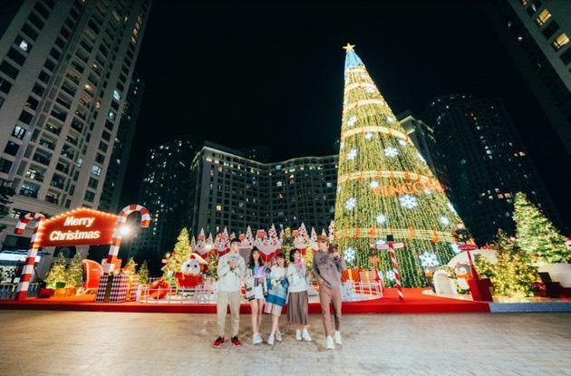 """""""Hòa nhịp đón Giáng Sinh – Lung linh mùa lễ hội"""" tại 73 TTTM Vincom - Ảnh 1."""