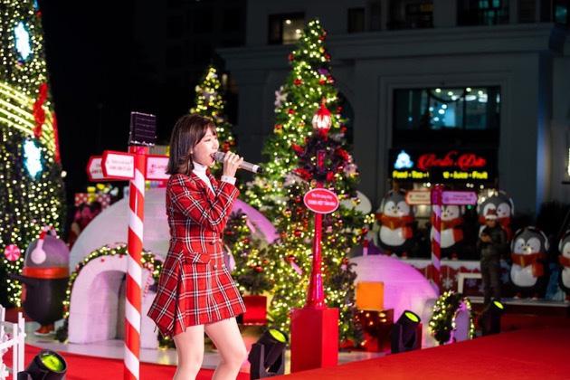 """""""Hòa nhịp đón Giáng Sinh – Lung linh mùa lễ hội"""" tại 73 TTTM Vincom - Ảnh 6."""