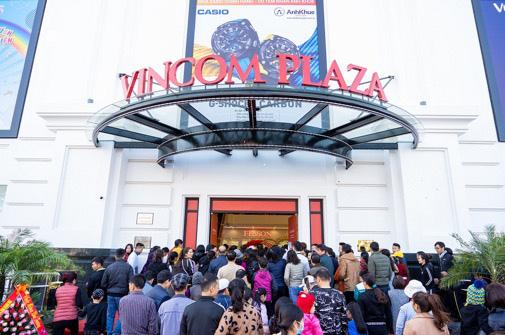 Vincom Plaza hiện đại nhất Cẩm Phả đón hàng nghìn khách hàng ngay sau khi mở cửa - Ảnh 1.