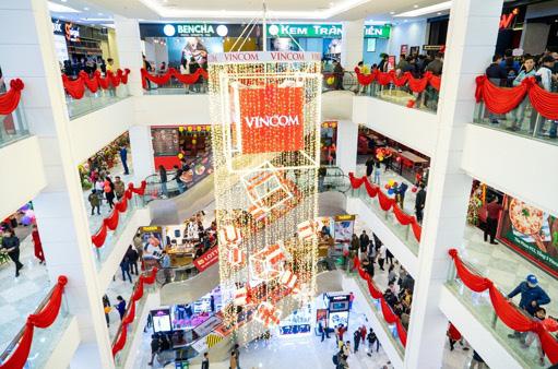 Vincom Plaza hiện đại nhất Cẩm Phả đón hàng nghìn khách hàng ngay sau khi mở cửa - Ảnh 2.