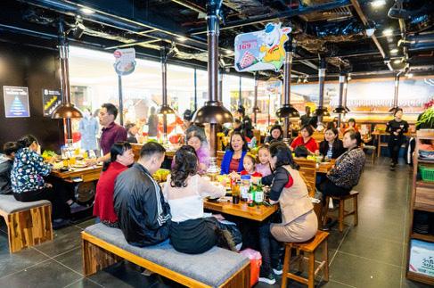 Vincom Plaza hiện đại nhất Cẩm Phả đón hàng nghìn khách hàng ngay sau khi mở cửa - Ảnh 5.
