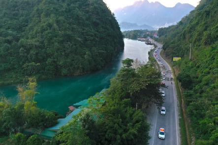 Vẻ đẹp con người rẻo cao Hà Giang qua chuyến caravan độc nhất vô nhị - Ảnh 1.