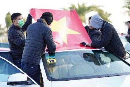 Tự hào lá cờ Việt Nam trên hành trình chinh phục miền biên ải - Ảnh 5.