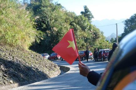 Tự hào lá cờ Việt Nam trên hành trình chinh phục miền biên ải - Ảnh 7.