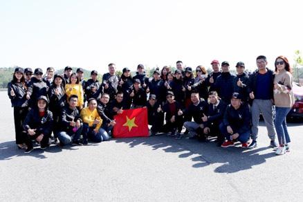 Tự hào lá cờ Việt Nam trên hành trình chinh phục miền biên ải - Ảnh 9.