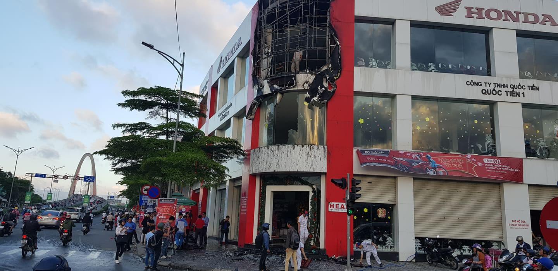 Cháy tại cửa hàng xe máy Honda ở Đà Nẵng - Ảnh 1.